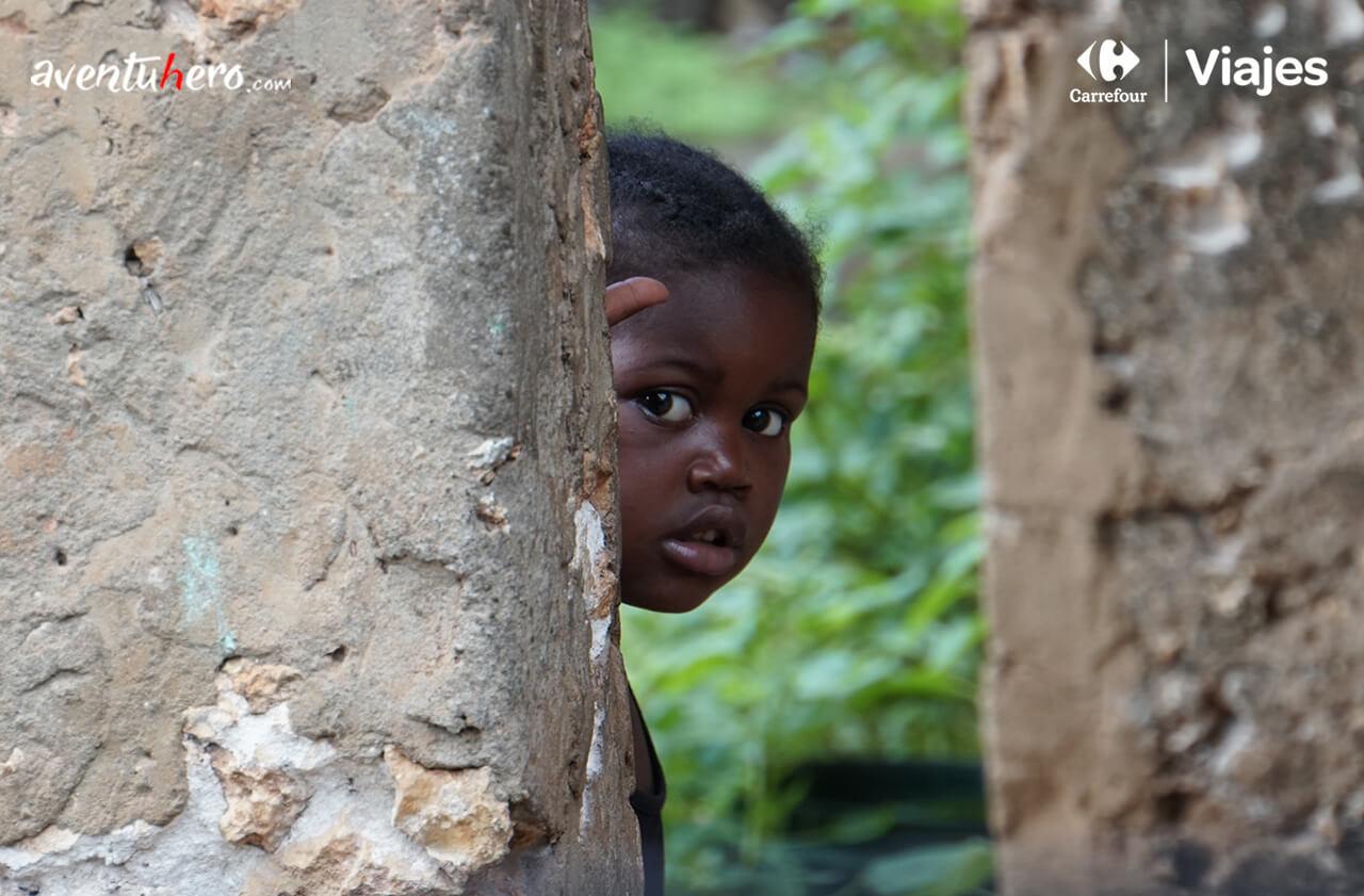 Mirada de una niña en Zanzíbar