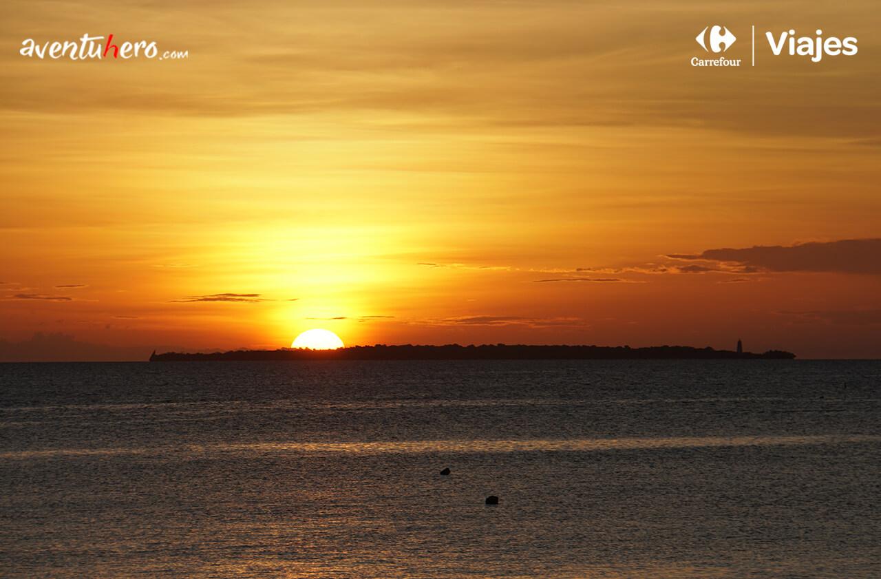 Atardecer en la costa de Zanzíbar