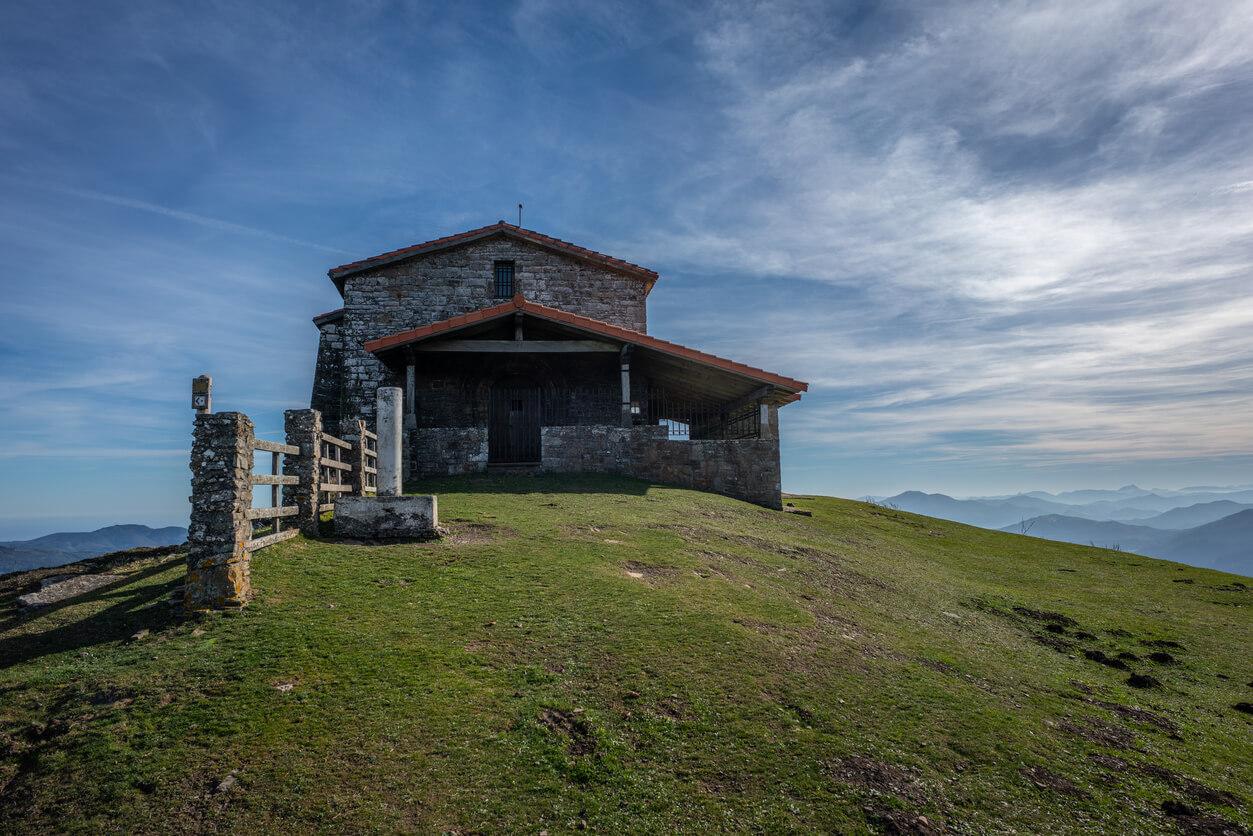 Ermita en el Monte Kolitza en Balmaseda (1)