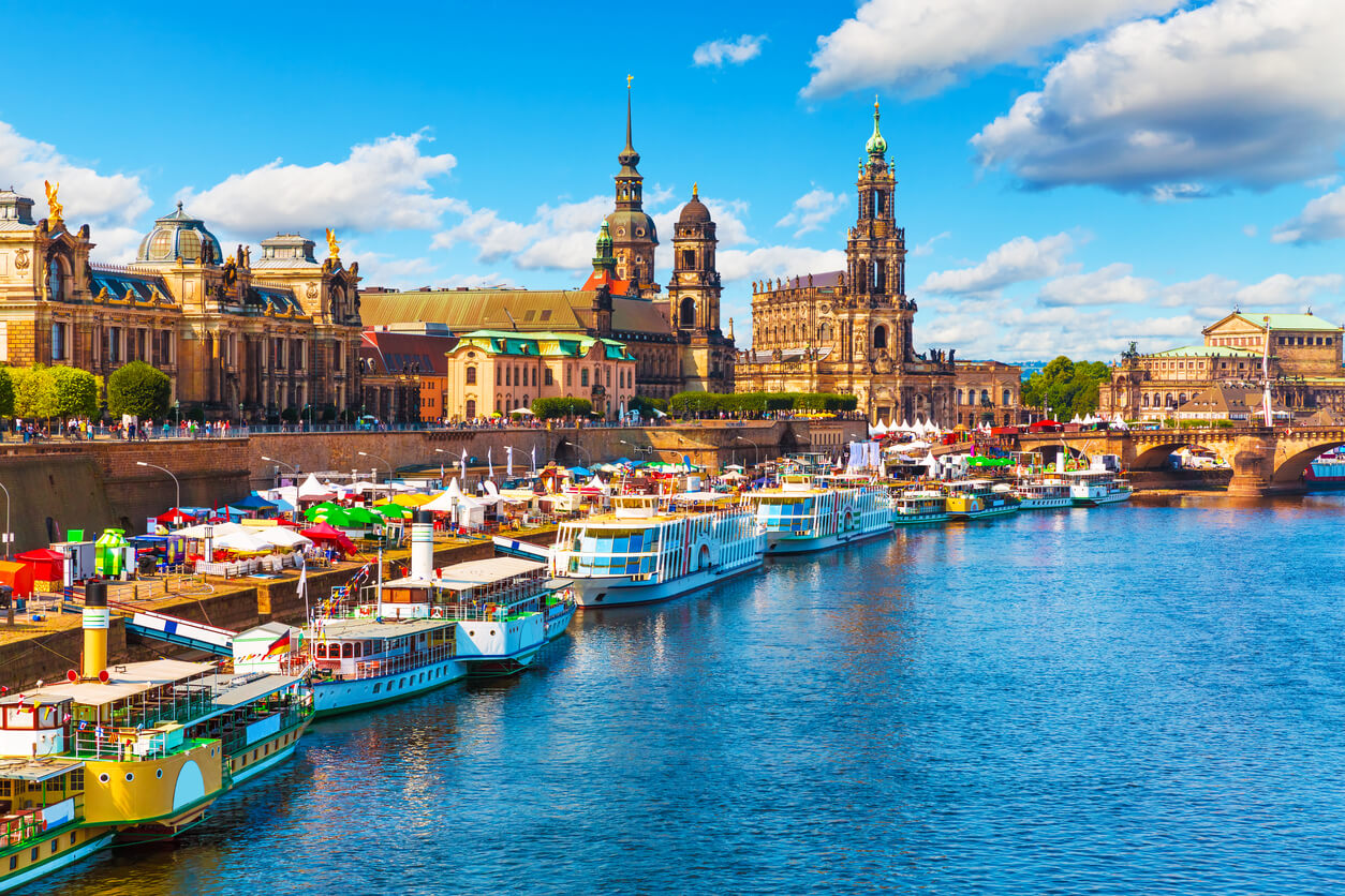 Paisaje de verano de la antigua ciudad de Dresden, Alemania