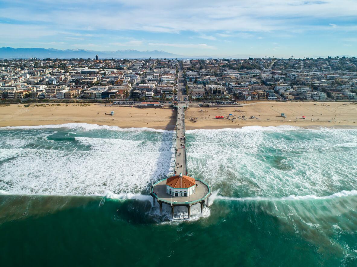 Manhattan Beach California muelle visto desde el Océano Pacífico