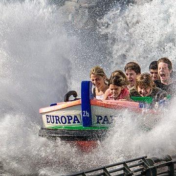 familia en atracción acuática Parque warner.jpg