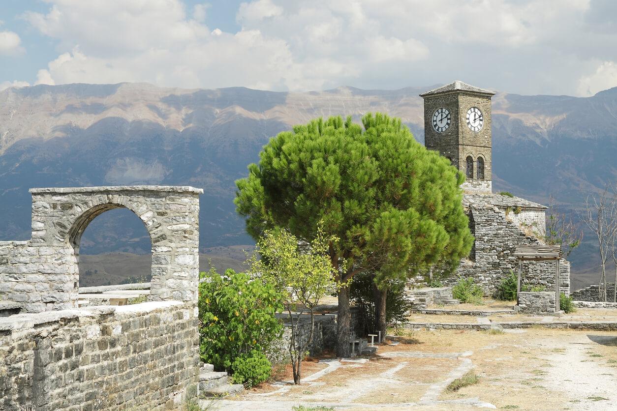 Albania, la Ciudadela de gjirokastra, torre de reloj