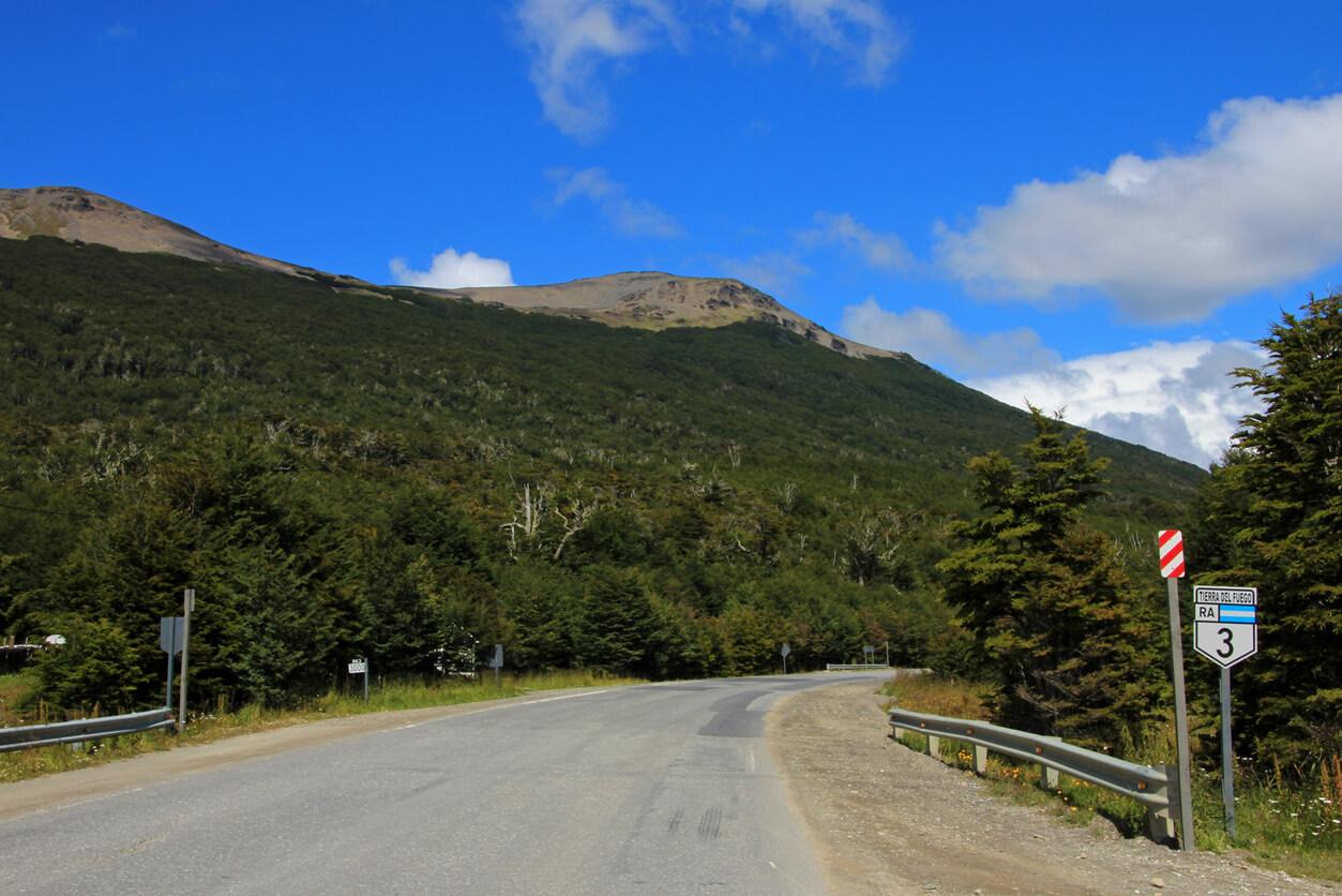 Camino ruta ruta de la señal 3, Tolhuin cerca de Ushuaia, Tierra Del Fuego, Patagonia, Argentina
