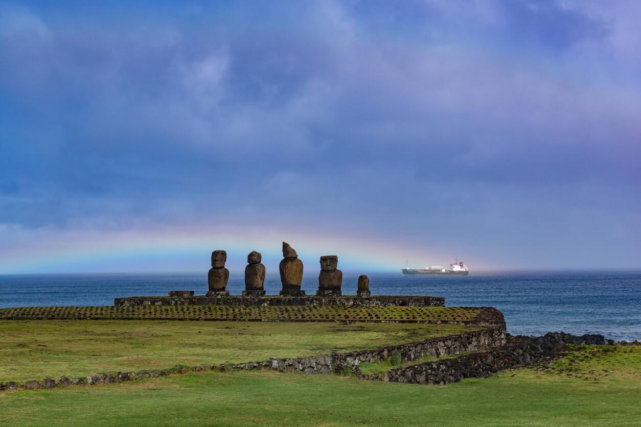 MOA en arco iris crucero por América del Sur