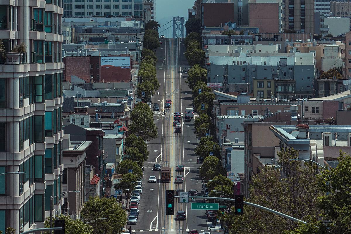 calle de San Francisco con el tranvía de fondo
