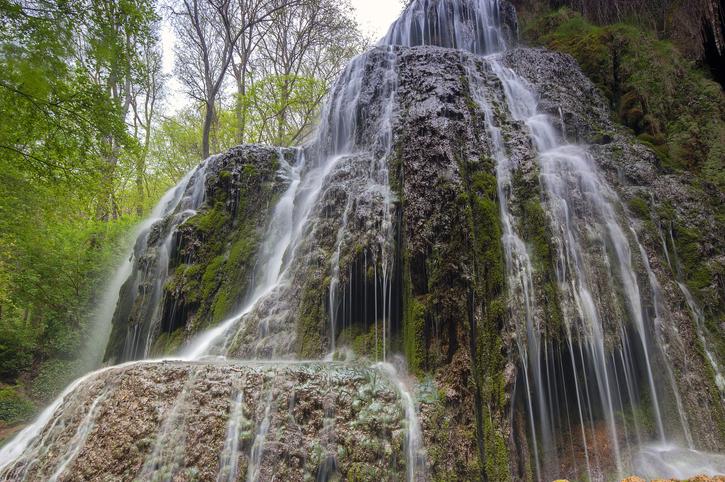cascada dentro del Monasterio de Piedra en Zaragoza