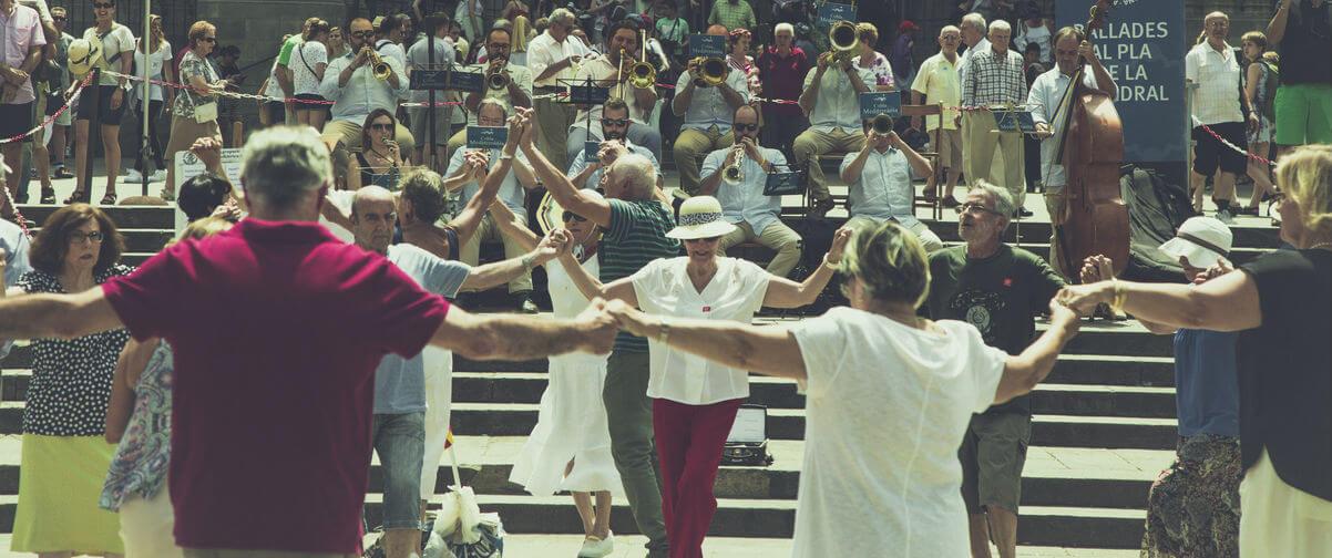 Guía Barcelona, Gente bailando sardana