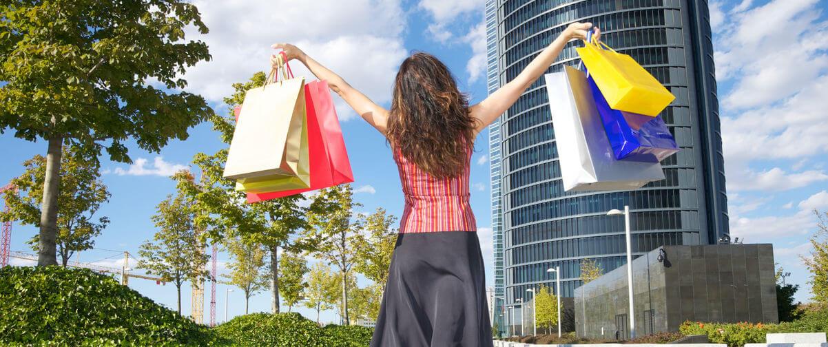 Chica con compras