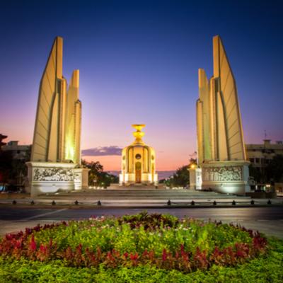 Guía Bangkok, Monumento a la Democracia