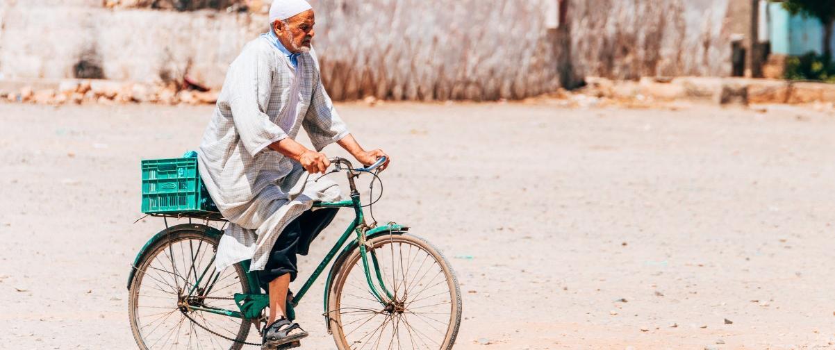 Guía Marrakech, Señor circulando en bicicleta