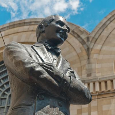 Guía Buenos Aires, Estatua de Carlos Gardel
