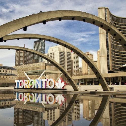 Guía Toronto, Plaza Nathan Phillips