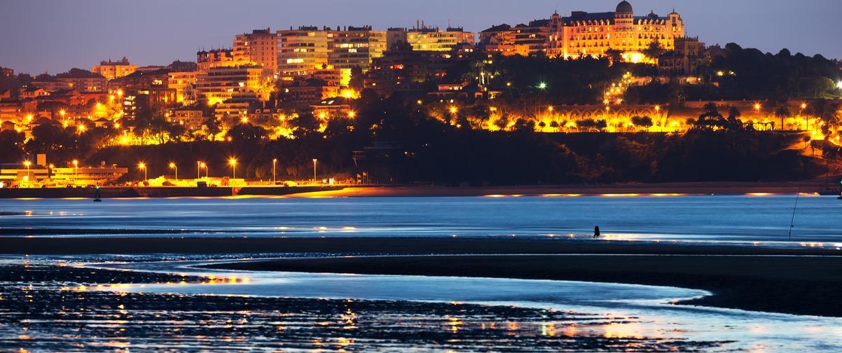 Guía Santander, Vista nocturna de Santander