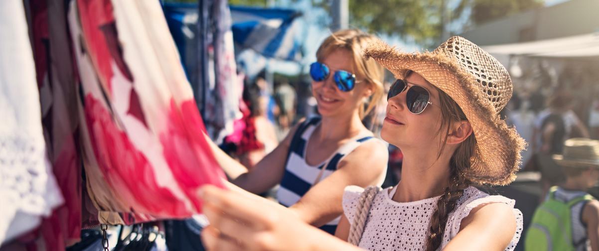 Guía Córdoba, Chicas viendo ropa