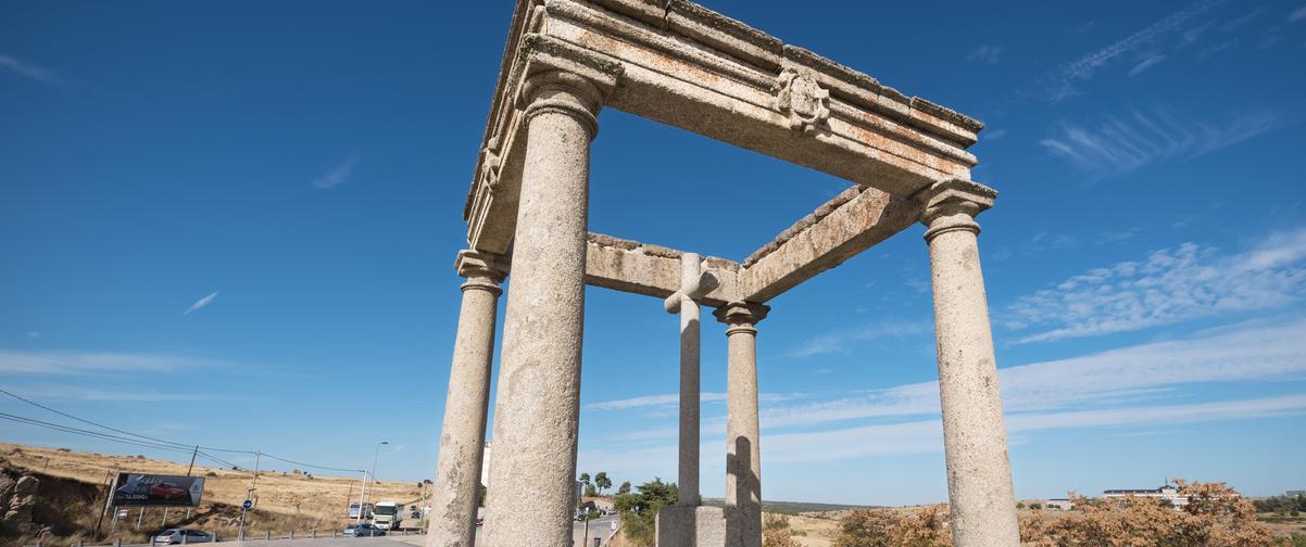 Guía Ávila, Los cuatro postes