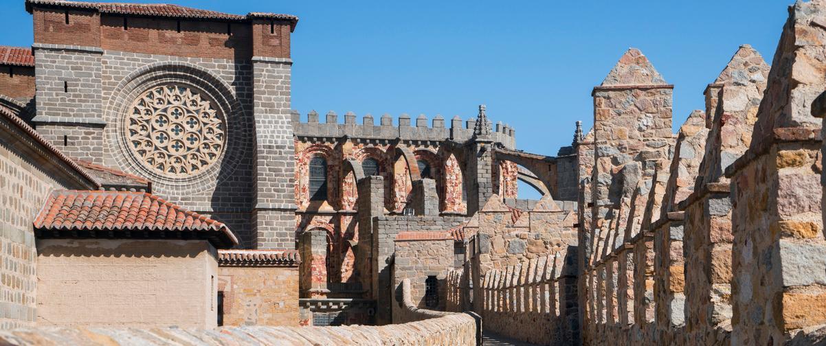 Guía Ávila, Muralla