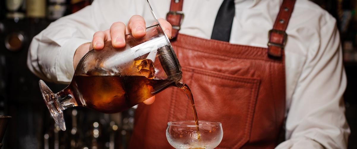 Guía Córdoba, Barman preparando un cóctel