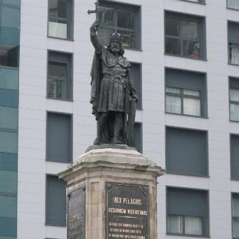 Guía Gijón, Monumento a Don Pelayo