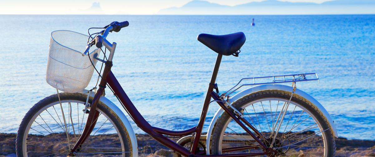 Guía Ibiza, Bicicleta en atardecer