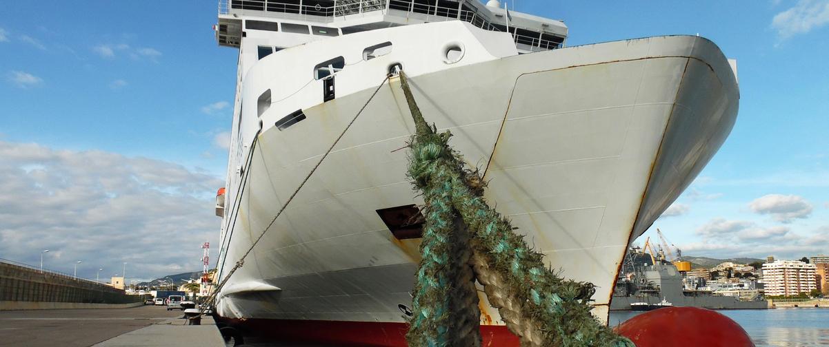 Guía Mallorca, Barco amarrado en el muelle