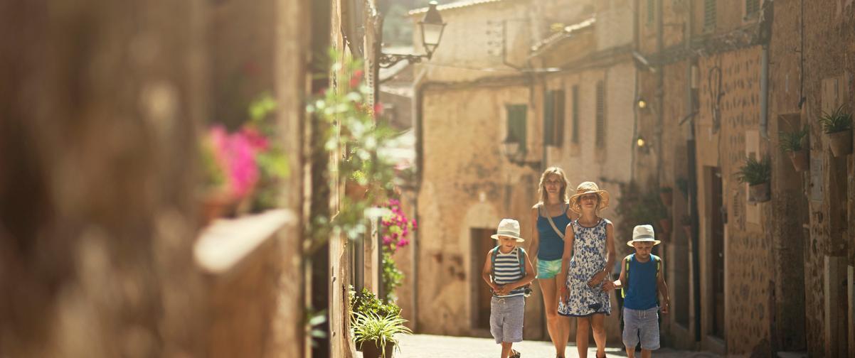 Guía Mallorca, Familia paseando