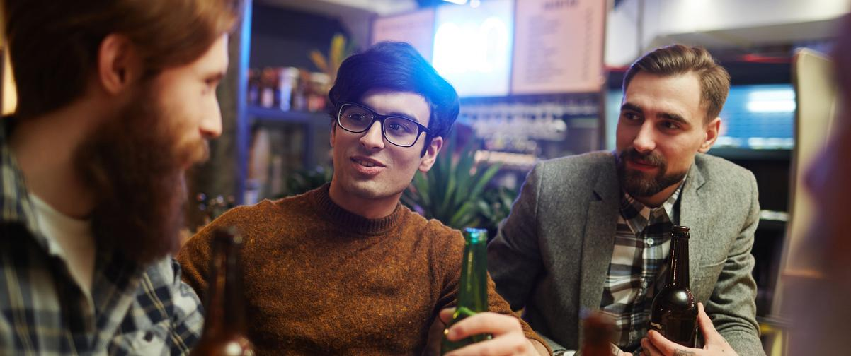 Guía La Rioja, Chicos tomando una cerveza
