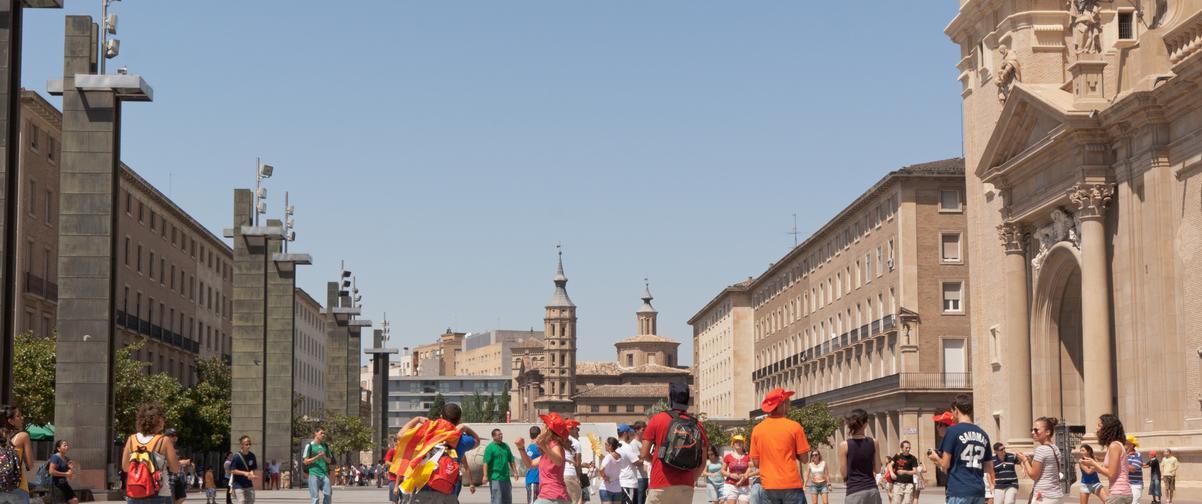 Guía Zaragoza, Gente en plaza