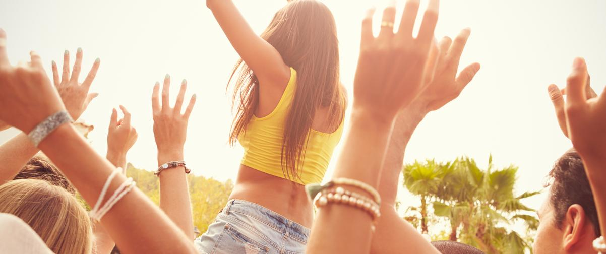 Guía Ibiza, Jóvenes durante festival de música