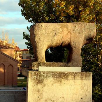Guía Salamanca, Toro de piedra