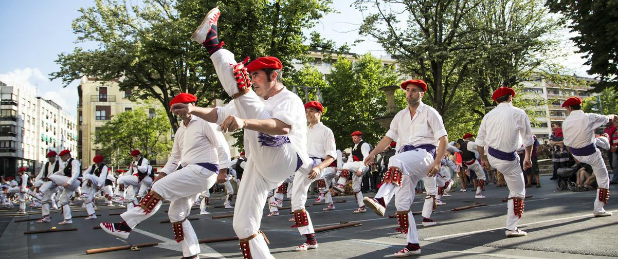 Guía Bilbao, Danzas tradicionales